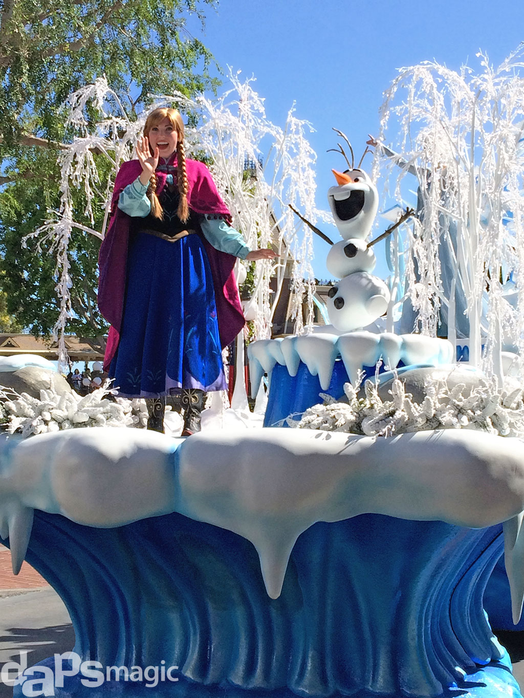 Anna & Olaf in the Frozen Pre-Parade at Disneyland