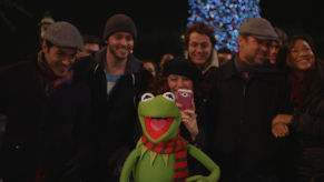 Kermit-sings-It-feels-like-Christmas-292x164