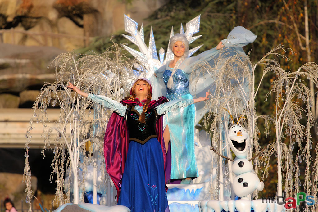 Frozen Pre-Parade at Disneyland - Anna and Elsa